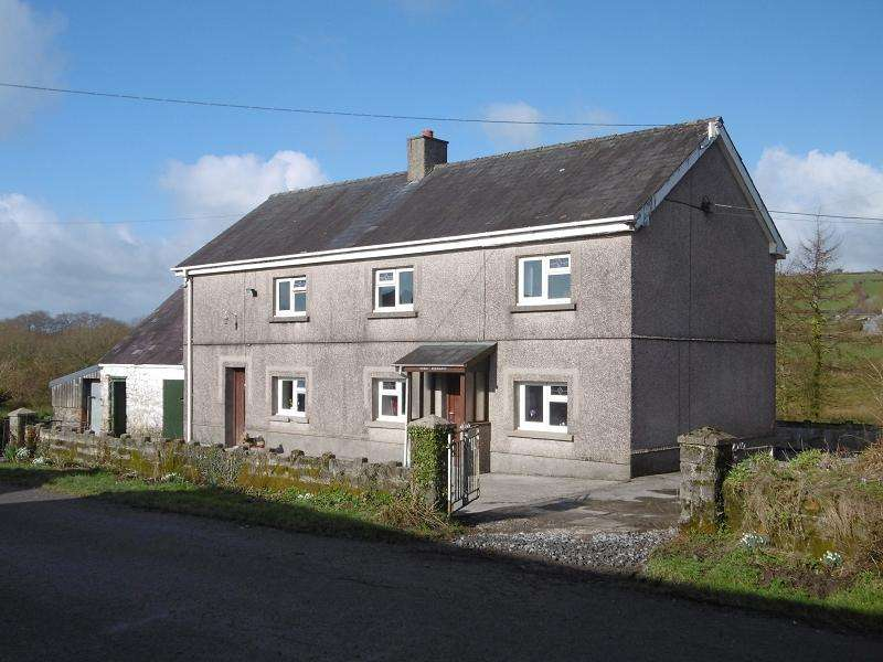 3 Bedrooms Detached House for sale in Capel Isaac, Llandeilo, Carmarthenshire.