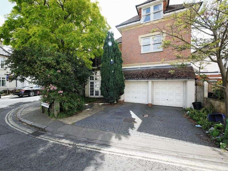 5 Bedrooms Property for sale in White Hart Lane, London
