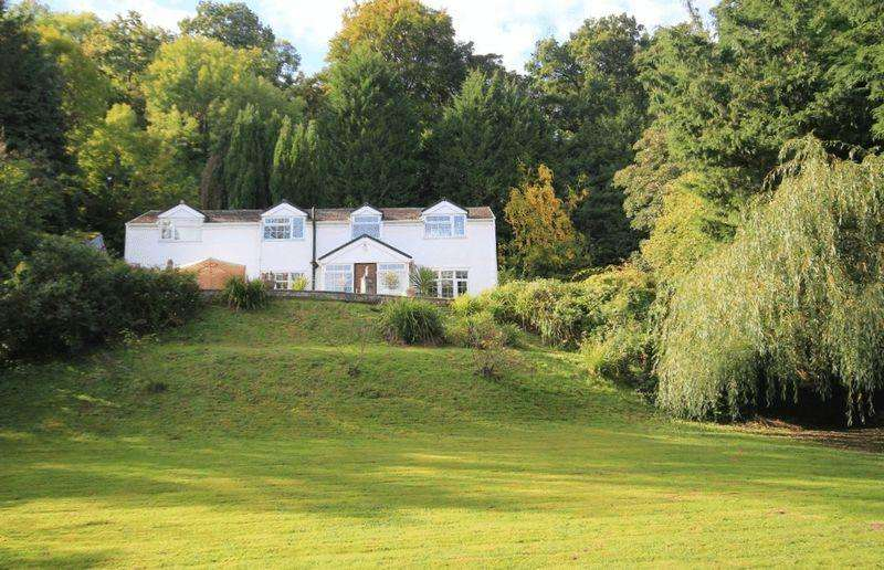 3 Bedrooms Country House Character Property for sale in Erbistock, Nr Overton