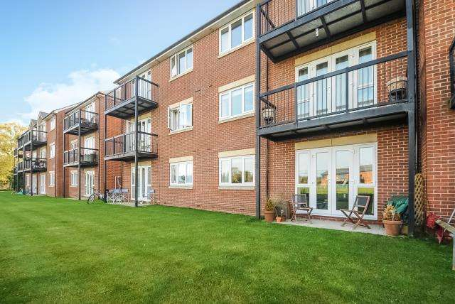 2 Bedrooms Flat for sale in Beresford Place, Temple Cowley, OX4