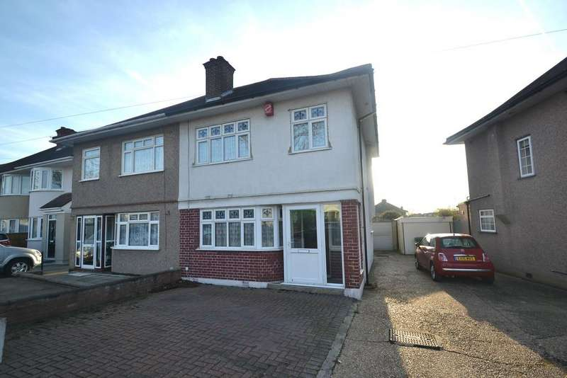 3 Bedrooms Semi Detached House for sale in Lynwood Drive, Collier Row