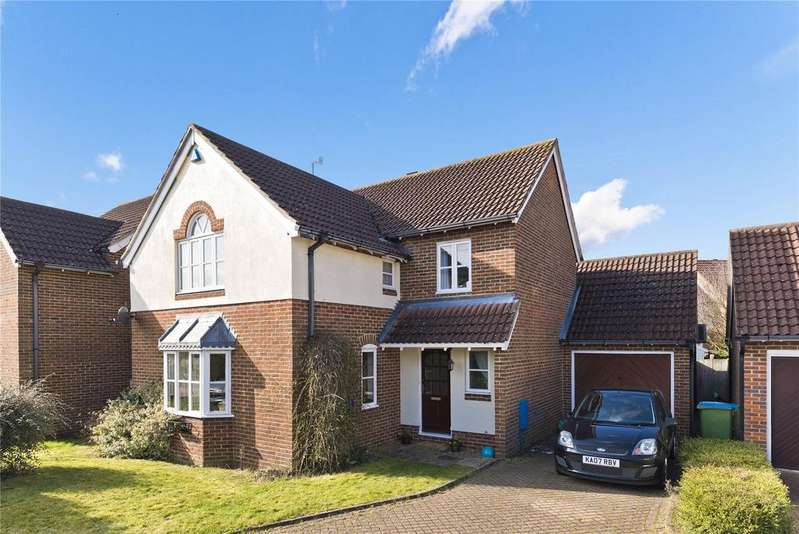 4 Bedrooms Detached House for sale in Staniland Drive, Weybridge, KT13