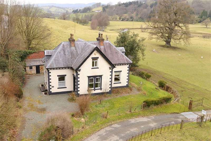 4 Bedrooms Country House Character Property for sale in Bodfach Park, Llanfyllin, SY22