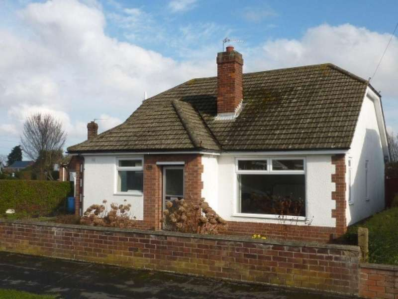 3 Bedrooms Detached Bungalow for rent in Windermere Crescent, Humberston