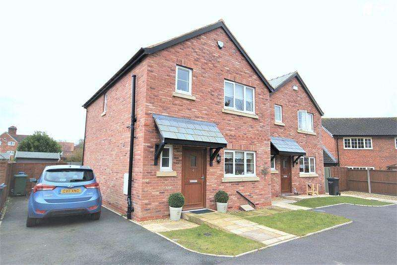 3 Bedrooms Detached House for sale in Old Coach Court, No Man's Heath