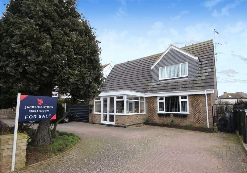 3 Bedrooms Detached House for sale in Rushmere Road, Rushmere, Northampton, NN1