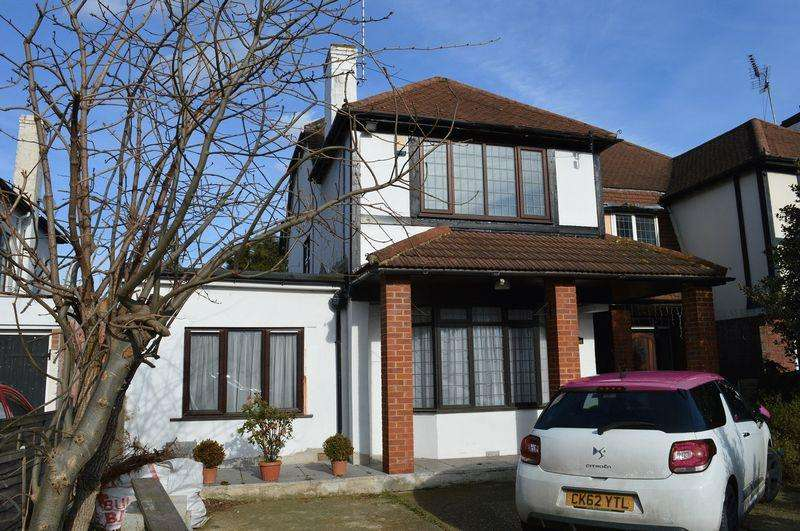 4 Bedrooms Semi Detached House for rent in Prince Avenue, Southend-On-Sea