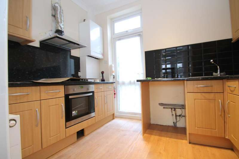 3 Bedrooms Apartment Flat for rent in Cann Hall Road, Wanstead, E11 3NW