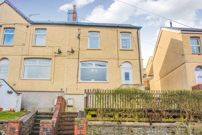 3 Bedrooms End Of Terrace House for sale in Abernant Road, Markham, BLACKWOOD