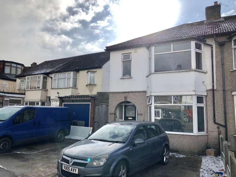 3 Bedrooms Semi Detached House for sale in Hornchurch Road, Hornchurch