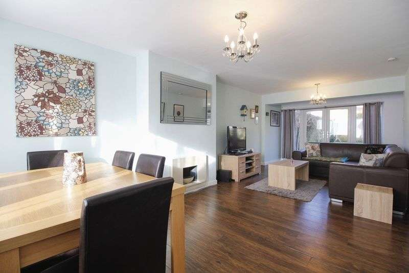 4 Bedrooms Property for sale in Wesley Court, Ossett
