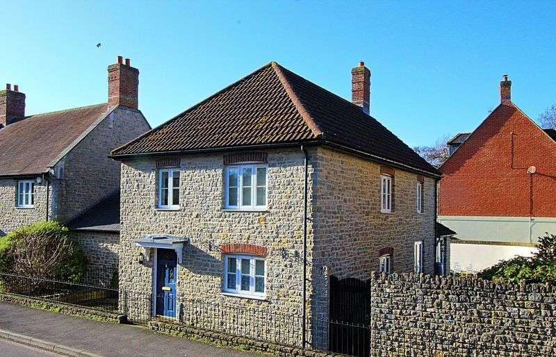 3 Bedrooms Property for sale in Pymore Road, Bridport
