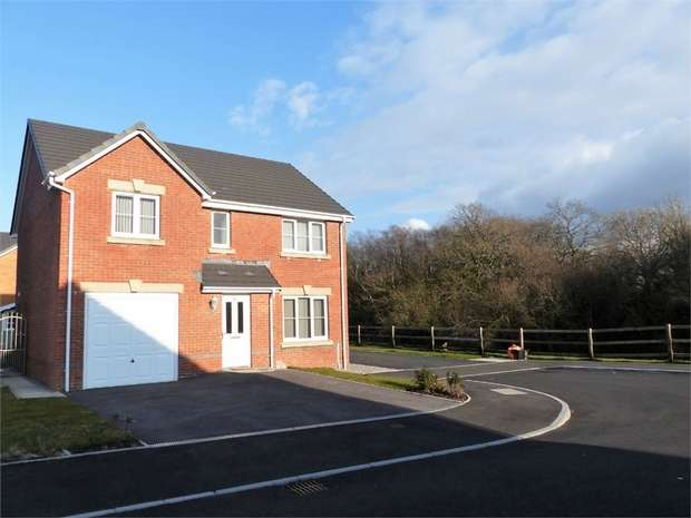 4 Bedrooms Detached House for sale in Clos Pwll Clai, Tondu, Bridgend, Mid Glamorgan