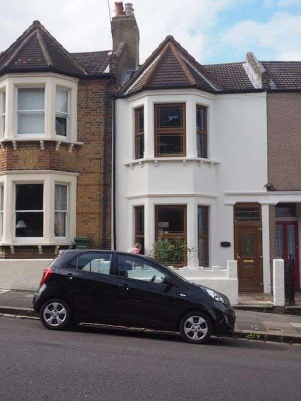 3 Bedrooms Property for sale in Lakedale Road, London