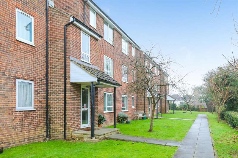 2 Bedrooms Flat for sale in Church Close, Burgess Hill