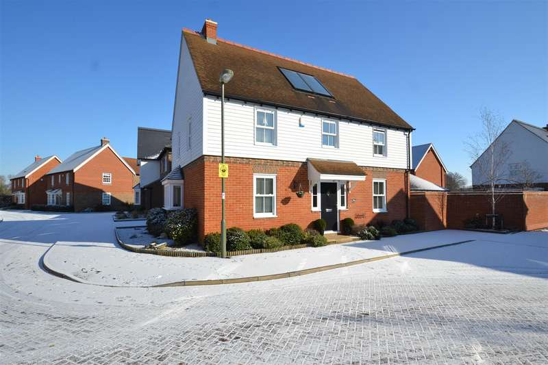 4 Bedrooms Detached House for sale in Woodman Way, Horley