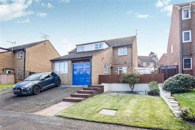 3 Bedrooms Semi Detached House for sale in Broadfield, Crawley