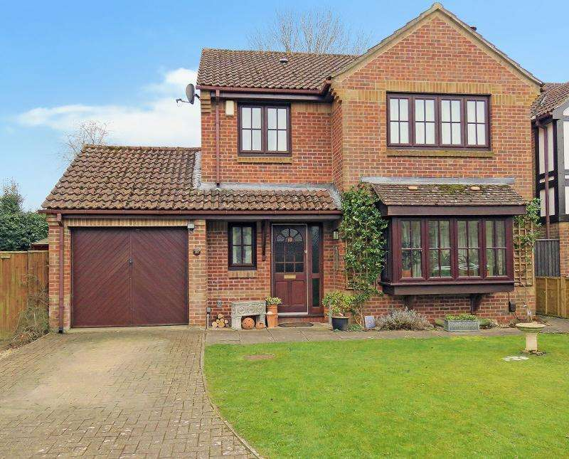 4 Bedrooms Detached House for sale in Canons Close, Warminster , BA12