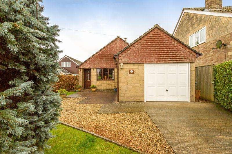 3 Bedrooms Detached Bungalow for sale in Perrott Close, North Leigh