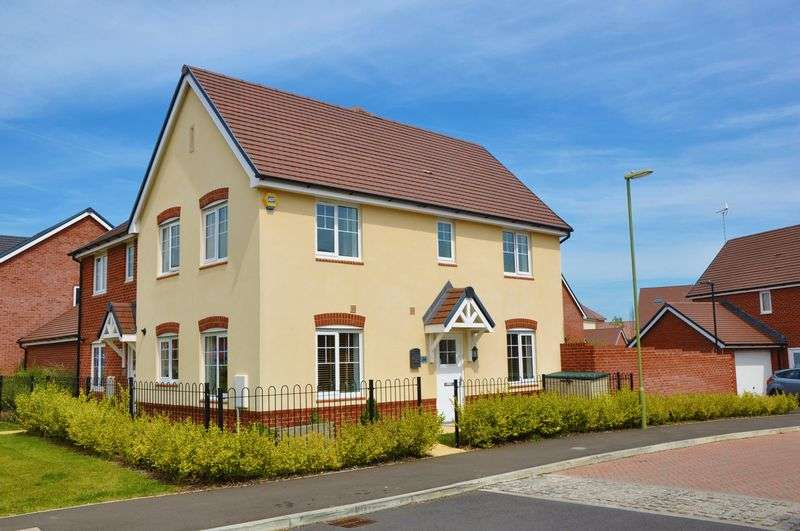 3 Bedrooms Property for sale in Woolwich Way, Andover