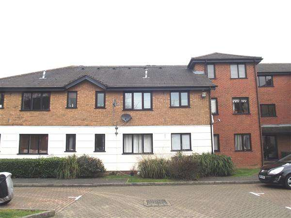 1 Bedroom Apartment Flat for rent in Parrottsfield, Hoddesdon
