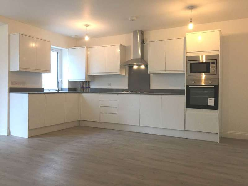 1 Bedroom Apartment Flat for sale in Albert Street, Off High Street Slough Berkshire
