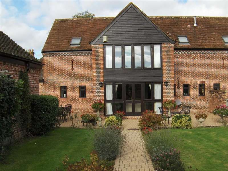 4 Bedrooms House for sale in Forsters Farm Court, Aldermaston, RG7