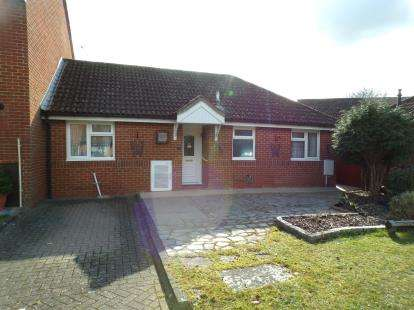 2 Bedrooms Bungalow for sale in Romsey, Hampshire