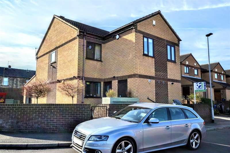 3 Bedrooms Semi Detached House for sale in Woodroyd Close, Barnsley, S71 3EL