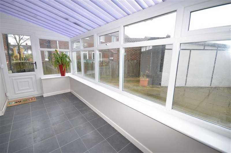 3 Bedrooms Property for sale in Ash Lea, Fairburn, Knottingley, WF11