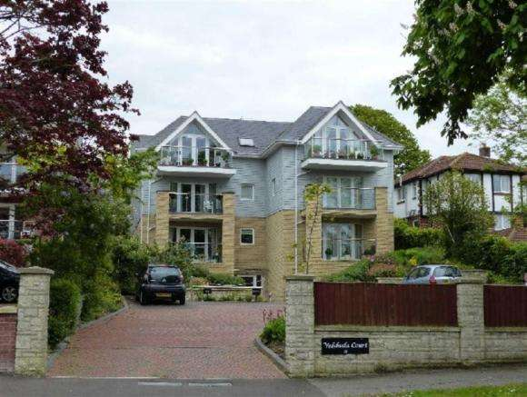 2 Bedrooms Property for sale in Velsheda Court, Weymouth, Dorset