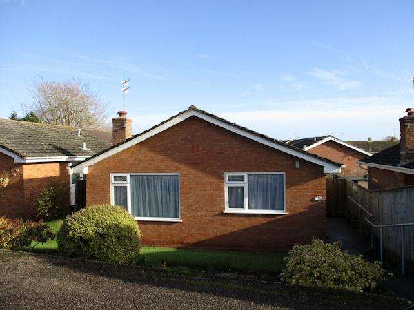 2 Bedrooms Detached Bungalow for rent in Greenpark Road, Exmouth EX8