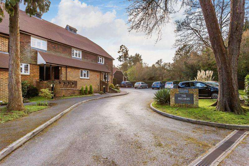 2 Bedrooms Retirement Property for sale in The Piccards, Guildford