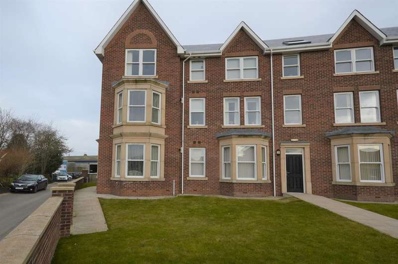 4 Bedrooms End Of Terrace House for sale in Station Avenue, Filey, YO14 9BN