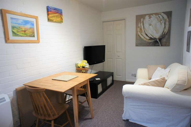 2 Bedrooms Flat for sale in The Greenway, Carr Road, Sheffield, S36 2UA