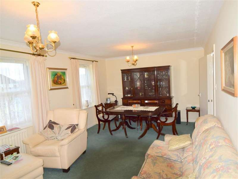 2 Bedrooms Flat for sale in Briar Court, London Road, North Cheam, SM3