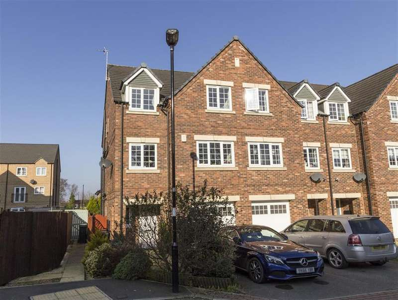 4 Bedrooms Town House for sale in College Court, Dringhouses, York, YO24 1UH