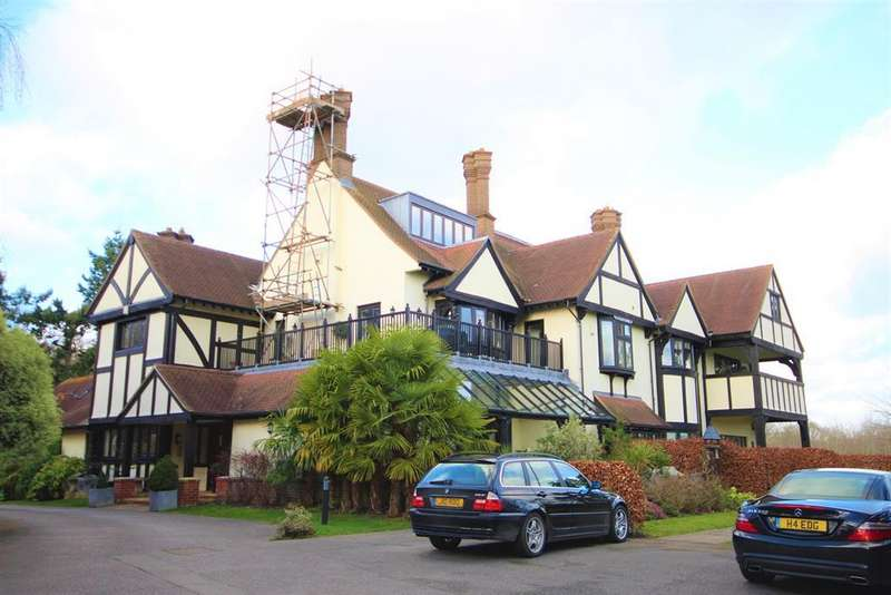 2 Bedrooms Flat for rent in Coombe Hall Park, East Grinstead, RH19 4JJ