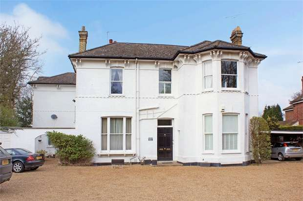 2 Bedrooms Flat for sale in Ashdown House, Rydens Road, WALTON-ON-THAMES, Surrey