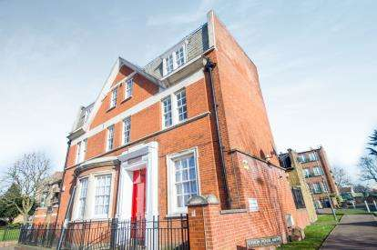 2 Bedrooms Flat for sale in Station House Mews, Lower Edmonton, London, Station House Mews