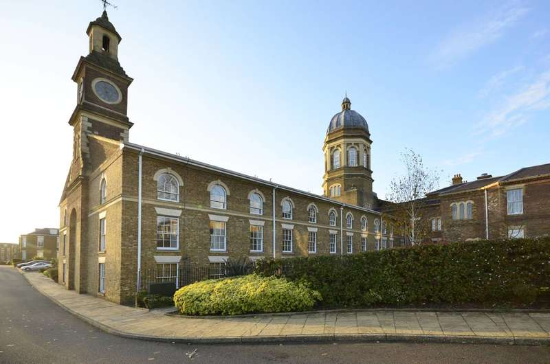 3 Bedrooms Flat for rent in Royal Drive, Friern Barnet, N11