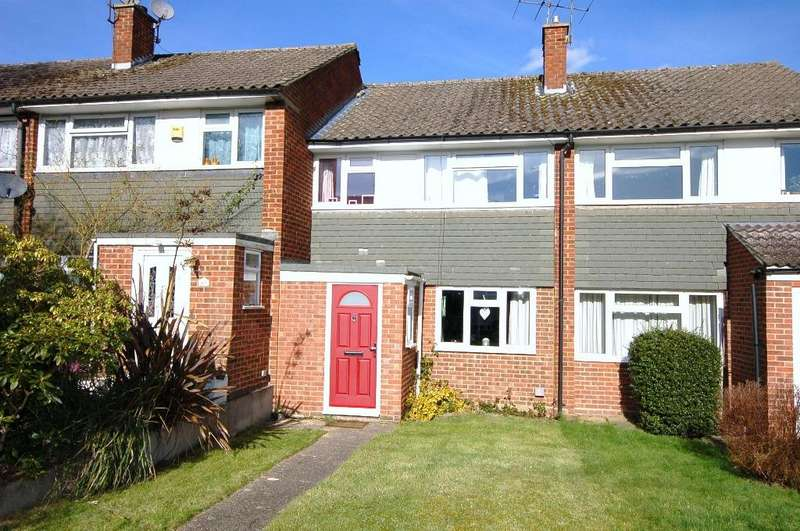 3 Bedrooms Terraced House for sale in Freemantle Road, Bagshot