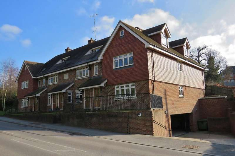 2 Bedrooms Penthouse Flat for sale in Balcombe, West Sussex, RH17