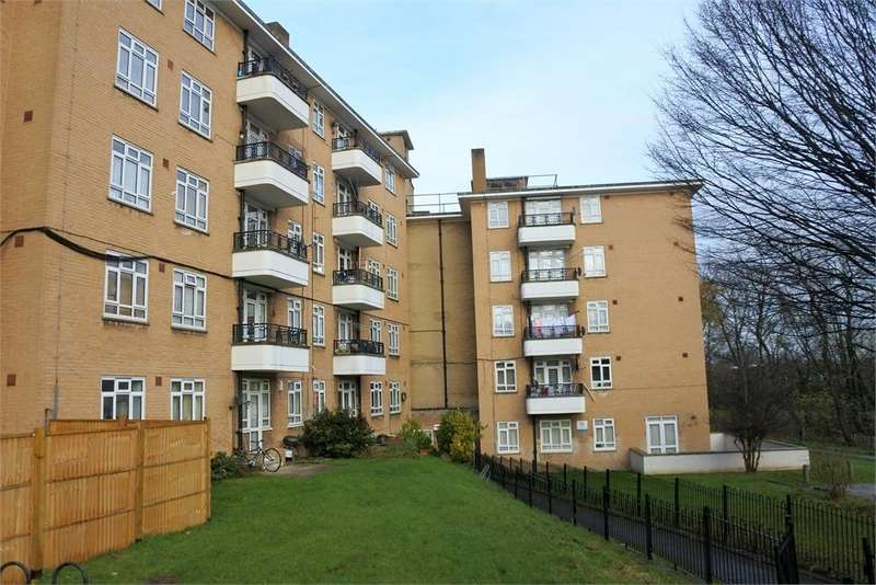 3 Bedrooms Apartment Flat for sale in Champion Hill, Denmark Hill, London, SE5 8AY