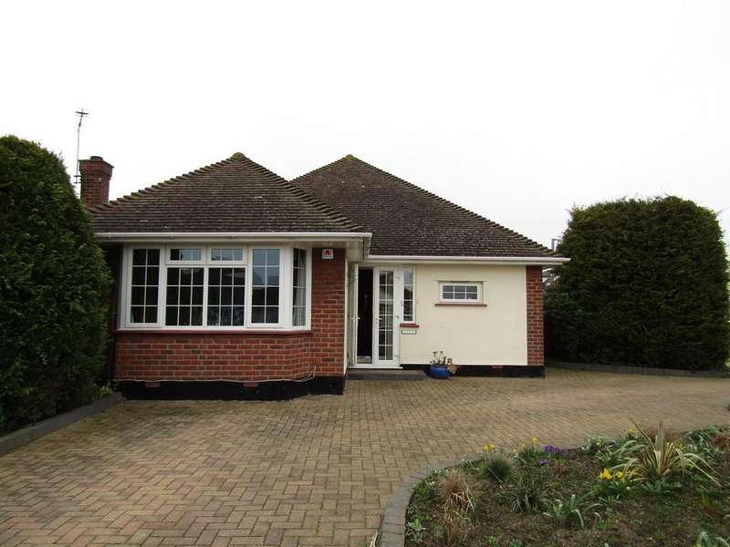 3 Bedrooms Detached Bungalow for rent in Chadacre Road, Thorpe Bay