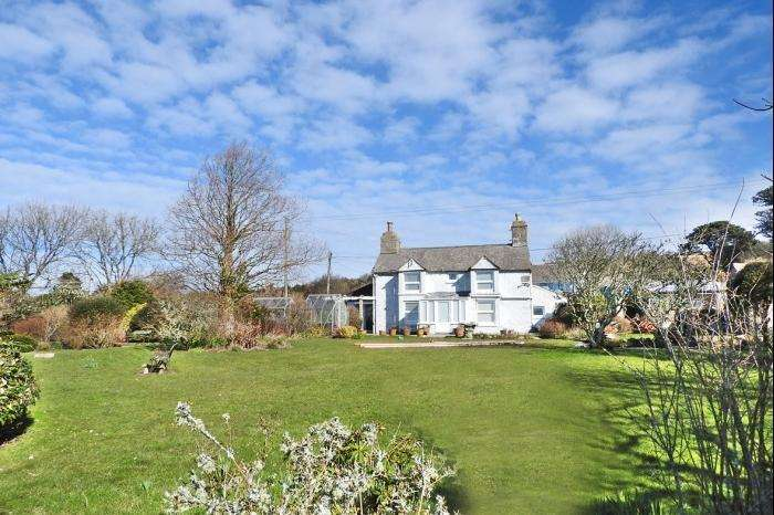 3 Bedrooms Cottage House for sale in Catherstone Cottage, Tresowes Hill, TR13