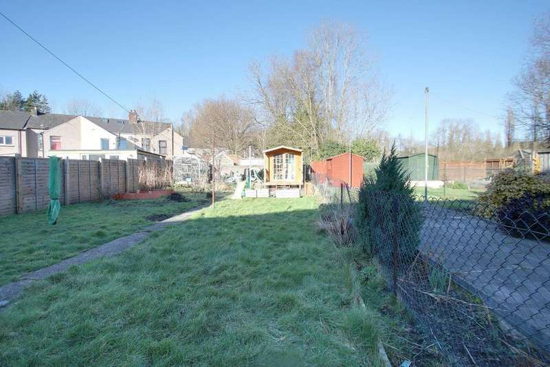 3 Bedrooms Terraced House for sale in Pontrhydyrun Road, Cwmbran
