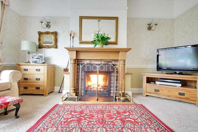 3 Bedrooms Semi Detached House for sale in Newland Street, Witham, CM8