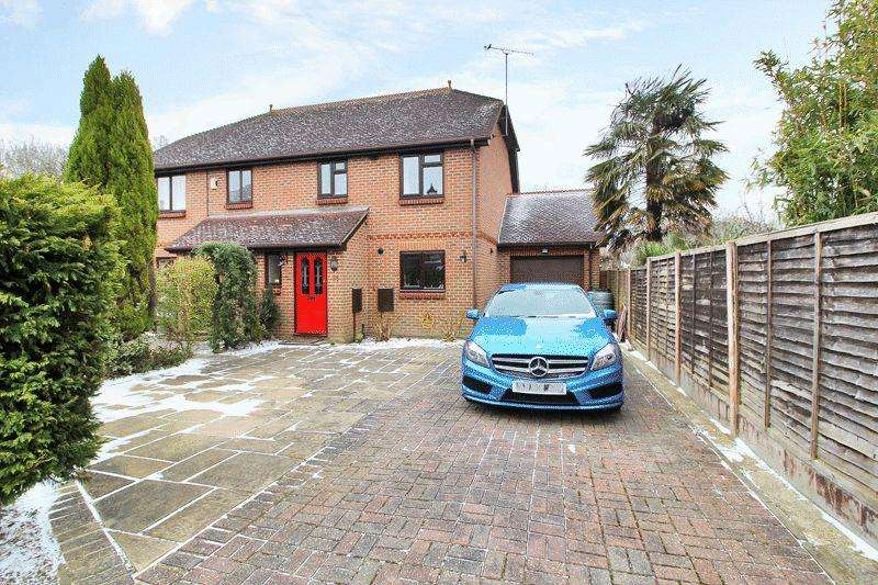 3 Bedrooms Semi Detached House for sale in Bailey Close, Horsham