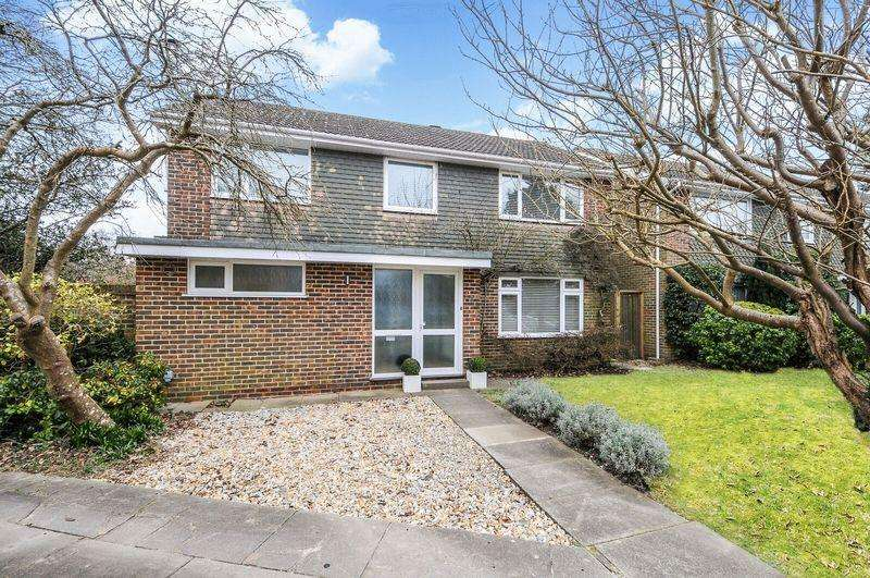 4 Bedrooms Detached House for sale in York Chase, Chichester